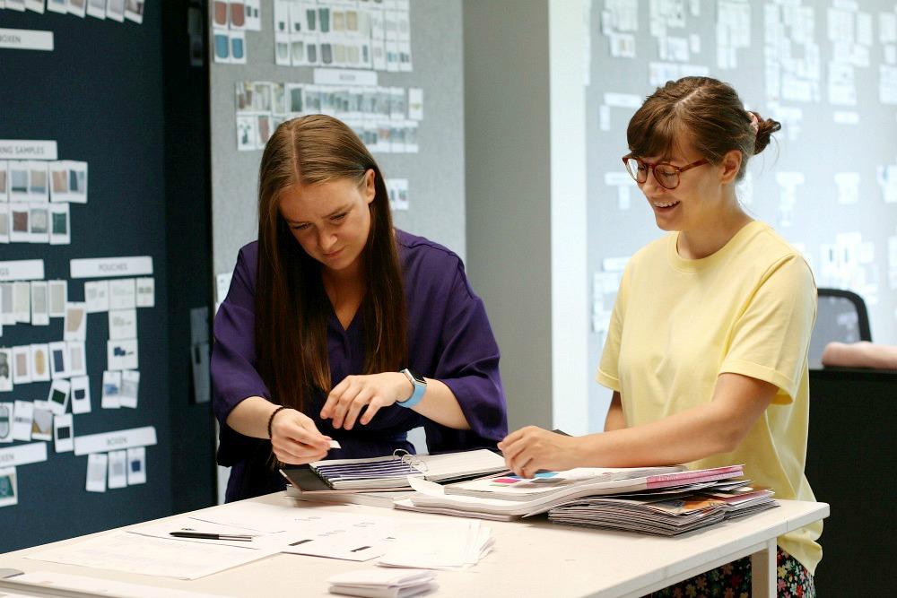 Die beiden Designerinnen Thea und Lotte von Hübsch Interior